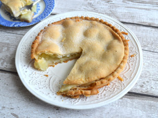 Large Apple Pie
